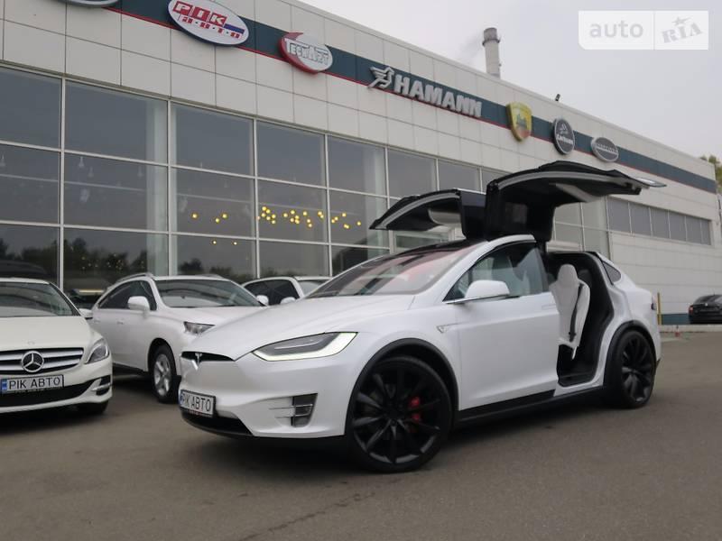 Tesla Model X 2016 года