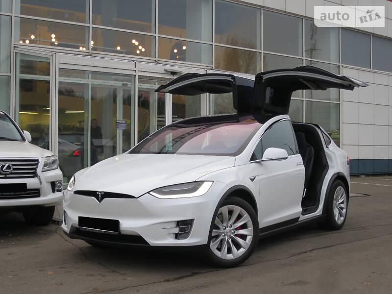 Tesla Model X 2018 года