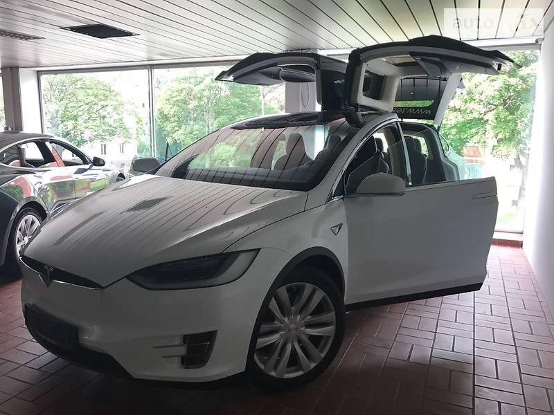 Tesla Model X 2017 года