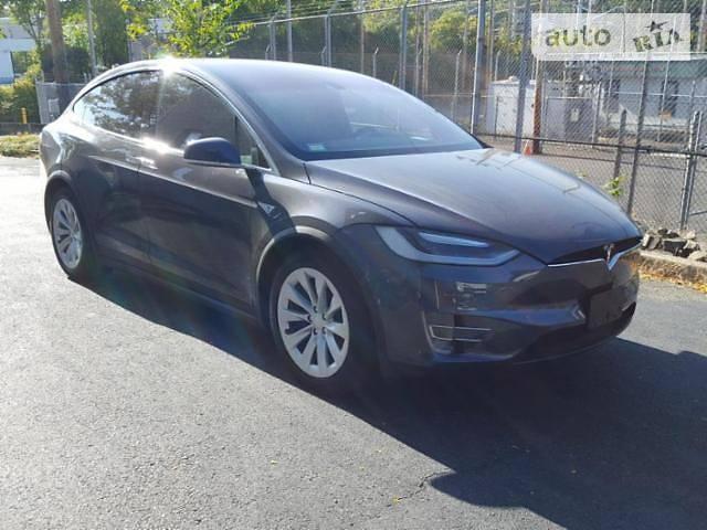 Tesla Model X 2016 року
