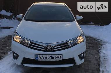 Toyota Corolla Белый перламутр 2013