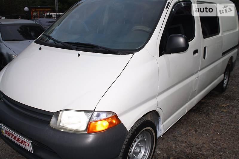Toyota Hiace 2000 року