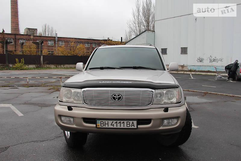 Toyota Land Cruiser 2000 года