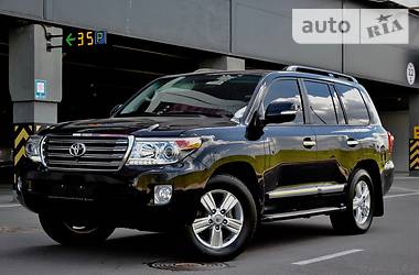 Toyota Land Cruiser 200  2014
