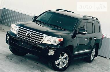 Toyota Land Cruiser 200 RESTAIL 2013