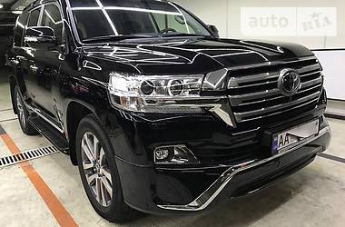 Toyota Land Cruiser 200 -Black Edition  2018
