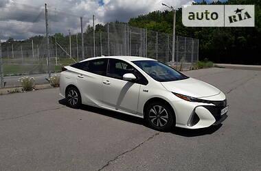 Характеристики Toyota Prius Универсал