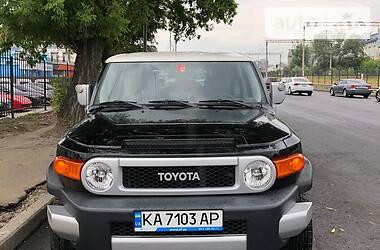 Характеристики Toyota FJ Cruiser Внедорожник / Кроссовер
