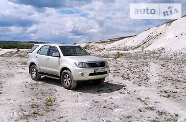 Характеристики Toyota Fortuner Позашляховик / Кросовер