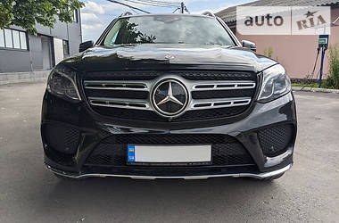 Характеристики Mercedes-Benz GLS 400 Позашляховик / Кросовер