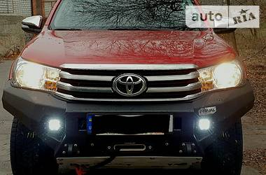 Характеристики Toyota Hilux Внедорожник / Кроссовер