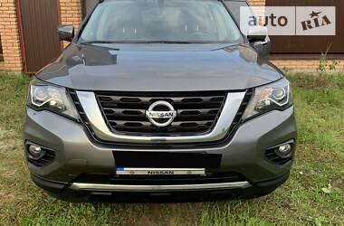 Характеристики Nissan Pathfinder Позашляховик / Кроссовер