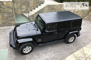 Характеристики Jeep Wrangler Позашляховик / Кроссовер
