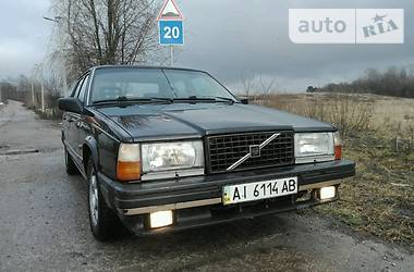 Volvo 744  1988