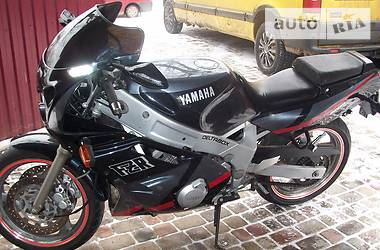 Yamaha FZR  1990