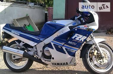 Yamaha FZR  1999