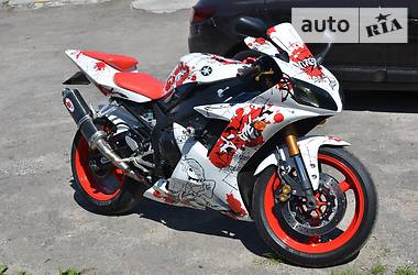 Yamaha R1  2004