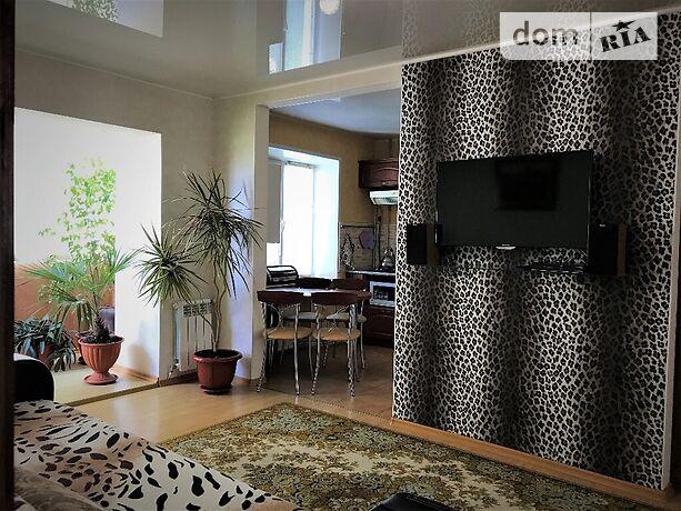 двухкомнатная квартира в Бердянске, район Центр, на Ленина 6 в аренду на короткий срок посуточно фото 1