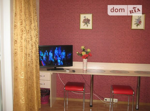 однокомнатная квартира в Бердянске, район Центр, на Земская 20, в аренду на короткий срок посуточно фото 1
