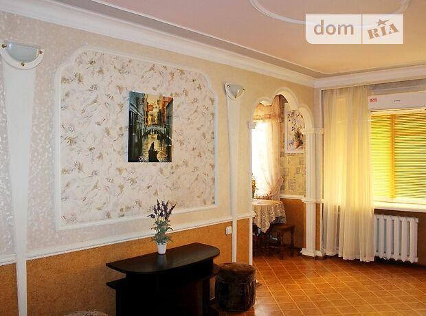 трехкомнатная квартира в Бердянске, район Центр, на Земская 79, в аренду на короткий срок посуточно фото 1