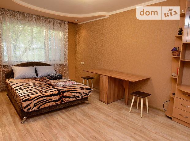 однокомнатная квартира в Черкассах, район Приднепровский, на Юрія Іллєнка 23, в аренду на короткий срок посуточно фото 1