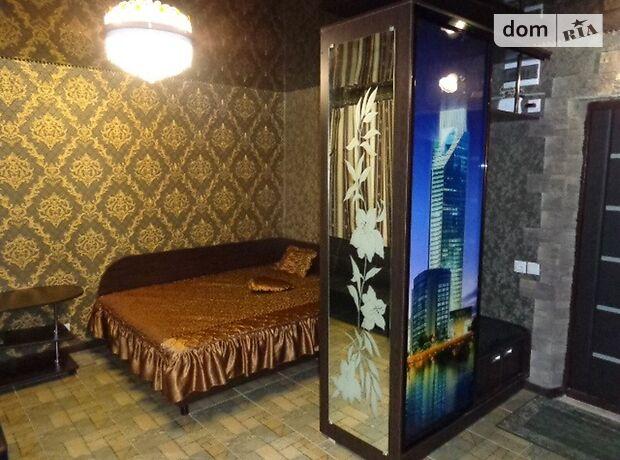 однокомнатная квартира в Черкассах, район Седова, на Різдвяна 71, в аренду на короткий срок посуточно фото 1