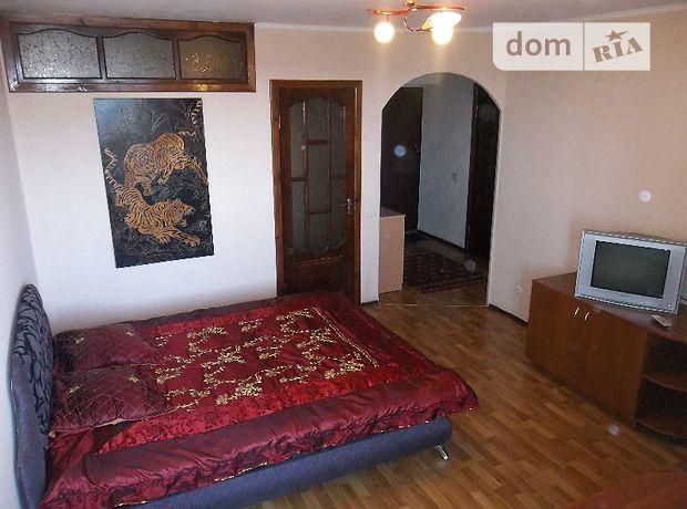 двухкомнатная квартира в Черкассах, район Центр, на ул. Хмельницкого Богдана в аренду на короткий срок посуточно фото 1
