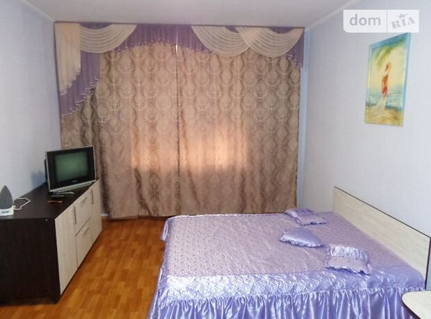 однокомнатная квартира в Черкассах, район Центр, на Небесной сотни в аренду на короткий срок посуточно фото 1