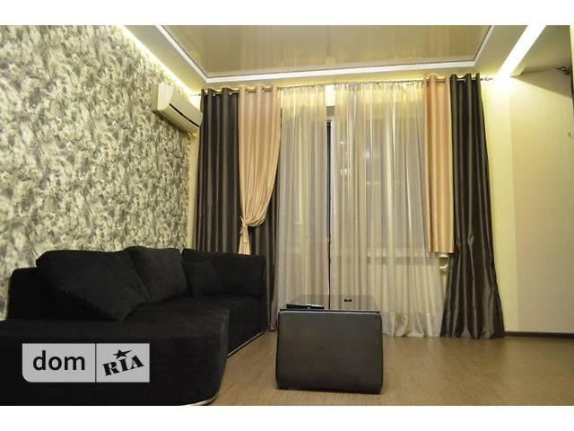 двухкомнатная квартира в Черкассах, район Центр, на бул. Шевченко 244, в аренду на короткий срок посуточно фото 1