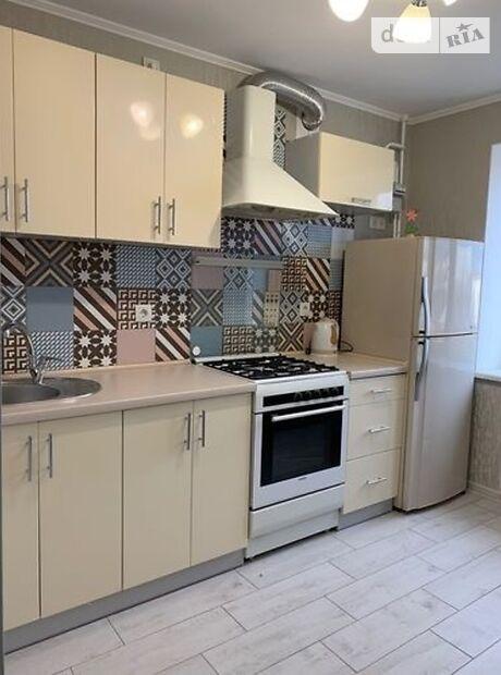 двухкомнатная квартира в Черноморске, район Ильичевск, на ул. 1 Мая 5, в аренду на короткий срок посуточно фото 1