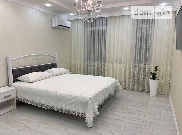 однокомнатная квартира в Черновцах, район Главный, на ул. Энтузиастов 11 в аренду на короткий срок посуточно фото 1