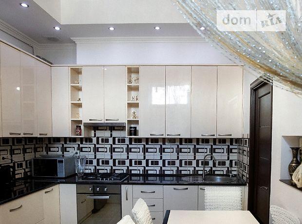 трехкомнатная квартира в Черновцах, район Центр, на ул. Главная в аренду на короткий срок посуточно фото 1