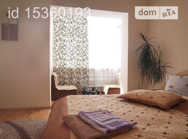 трехкомнатная квартира в Черновцах, на р-н Соборная площадь 3 3, в аренду на короткий срок посуточно фото 1