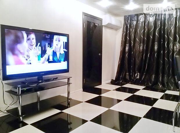 трехкомнатная квартира в Днепре, район Центральный, на Александра Поля в аренду на короткий срок посуточно фото 1