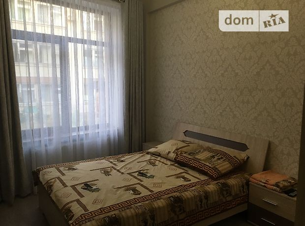 трехкомнатная квартира в Черноморске, район Ильичевск, на 1 Мая 1 б в аренду на короткий срок посуточно фото 1