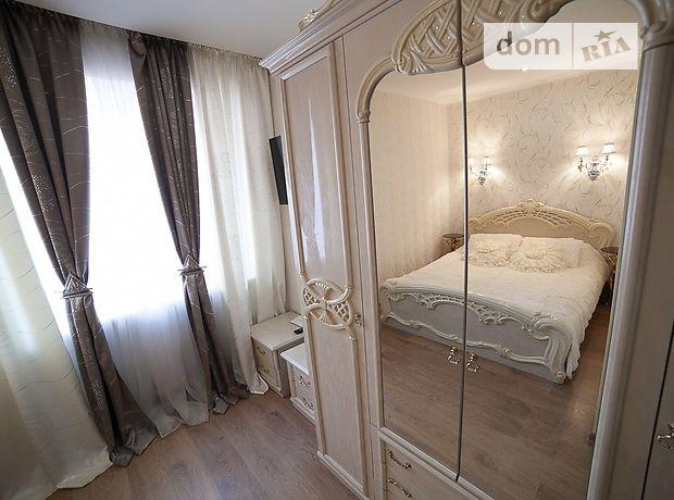 трехкомнатная квартира в Черноморске, район Ильичевск, на ул. 1 Мая 1Г в аренду на короткий срок посуточно фото 1