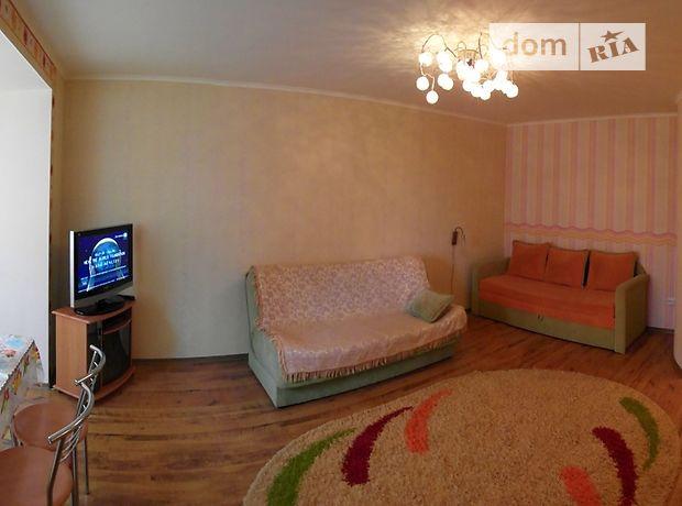однокомнатная квартира в Ильичевске, на улПарковая 18, в аренду на короткий срок посуточно фото 1