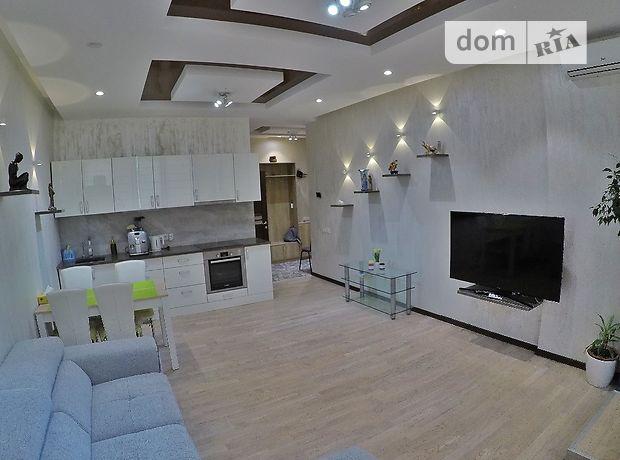 трехкомнатная квартира в Киеве, район Печерский, на ул. Драгомирова 2а, в аренду на короткий срок посуточно фото 1
