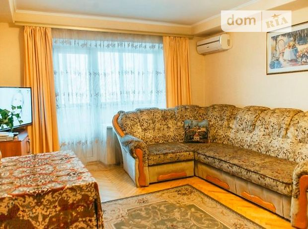 четырехкомнатная квартира в Киеве, район Печерский, на бул. Леси Украинки 9, в аренду на короткий срок посуточно фото 1