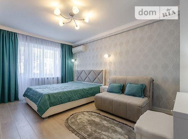 однокомнатная квартира в Киеве, район Печерский, на ул. Мечникова 8, в аренду на короткий срок посуточно фото 1