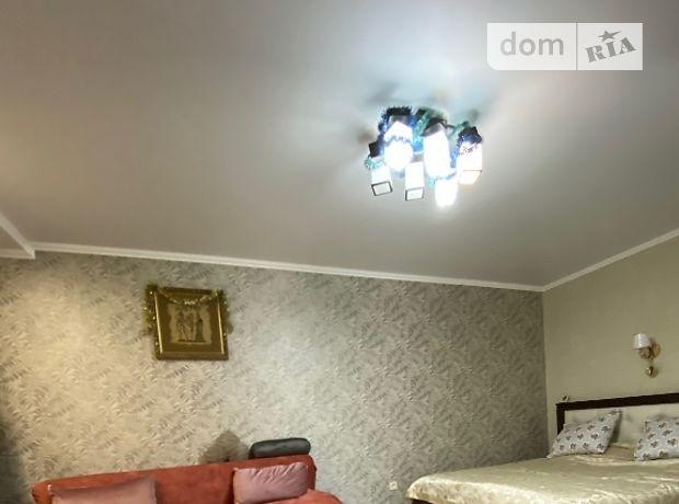 однокомнатная квартира в Кривом Роге, район Дзержинский, на Соборности 17, в аренду на короткий срок посуточно фото 1