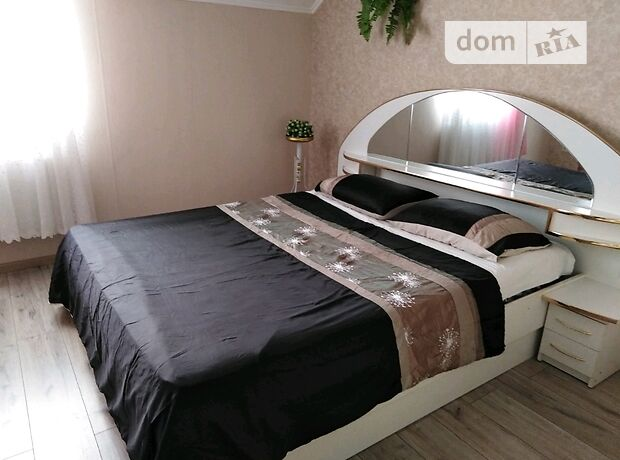 однокомнатная квартира в Кропивницком, район Крытый рынок, на ул. Комарова в аренду на короткий срок посуточно фото 1