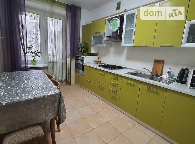 трехкомнатная квартира в Луцке, район 40 микрорайон, на ул. Зацепы 3а в аренду на короткий срок посуточно фото 1