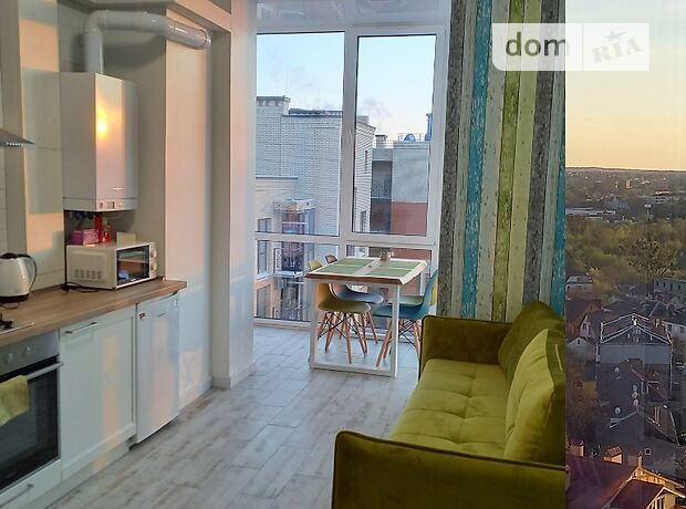 однокомнатная квартира в Луцке, район Центр, на ул. Яровица 13 в аренду на короткий срок посуточно фото 1