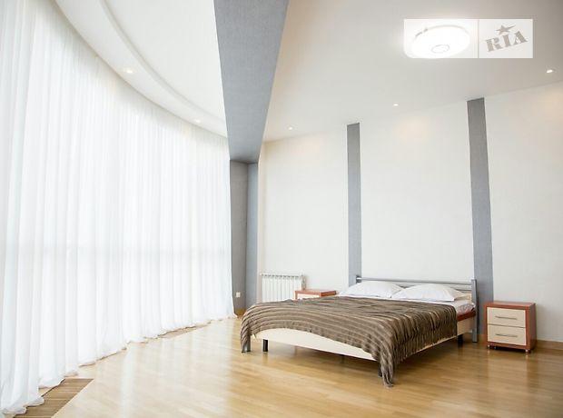 двухкомнатная квартира в Львове, район Галицкий, на ул. Цеховая 1, в аренду на короткий срок посуточно фото 1