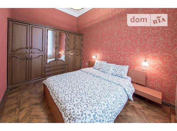 трехкомнатная квартира в Одессе, район Приморский, на ул. Екатерининская 19, в аренду на короткий срок посуточно фото 1