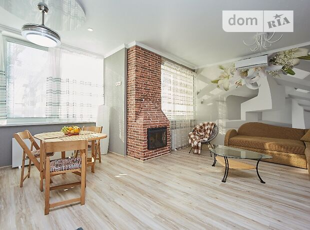 двухкомнатная квартира в Одессе, район Суворовский, на ул. Марсельская 33\4, в аренду на короткий срок посуточно фото 1
