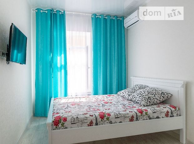 двухкомнатная квартира в Одессе, район Центр, на ул. Бунина 35, в аренду на короткий срок посуточно фото 1
