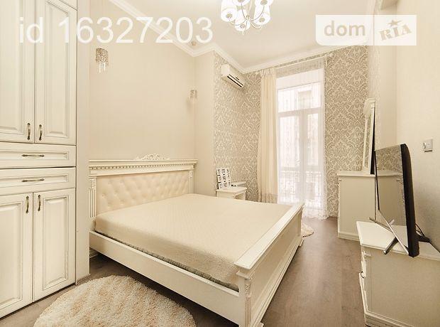 трехкомнатная квартира в Одессе, район Центр, на ул. Дерибасовская 13, в аренду на короткий срок посуточно фото 1