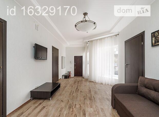 трехкомнатная квартира в Одессе, район Центр, на ул. Дерибасовская 18, в аренду на короткий срок посуточно фото 1
